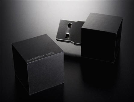 USB puzzle pieces